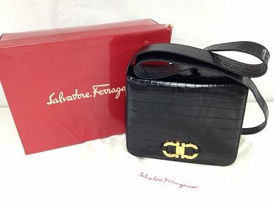 サルバトーレ・フェラガモ(Salvatore Ferragamo) ガンチーニショルダーバッグ レザー型押し 黒 ブランドバッグ