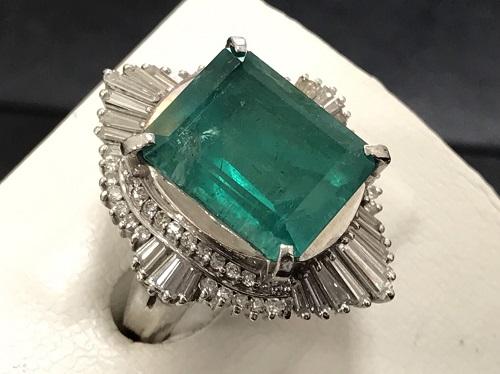 指輪 エメラルド 8 .88カラット プラチナ900 15.7g