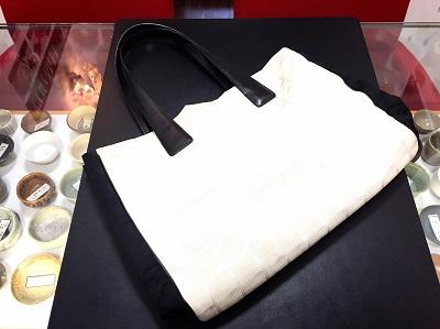 シャネル(CHANEL)ニュートラベルラインMM トートバッグ キャンバス 白×黒