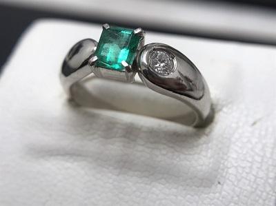 エメラルド 0.50ct メレダイヤモンド 0.10ct リング Pt900 プラチナ 宝石 高価買取 出張買取