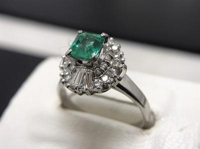 エメラルド 0.82ct メレダイヤモンド 0.67ct リング Pt900 プラチナ 宝石 高価買取 出張買取