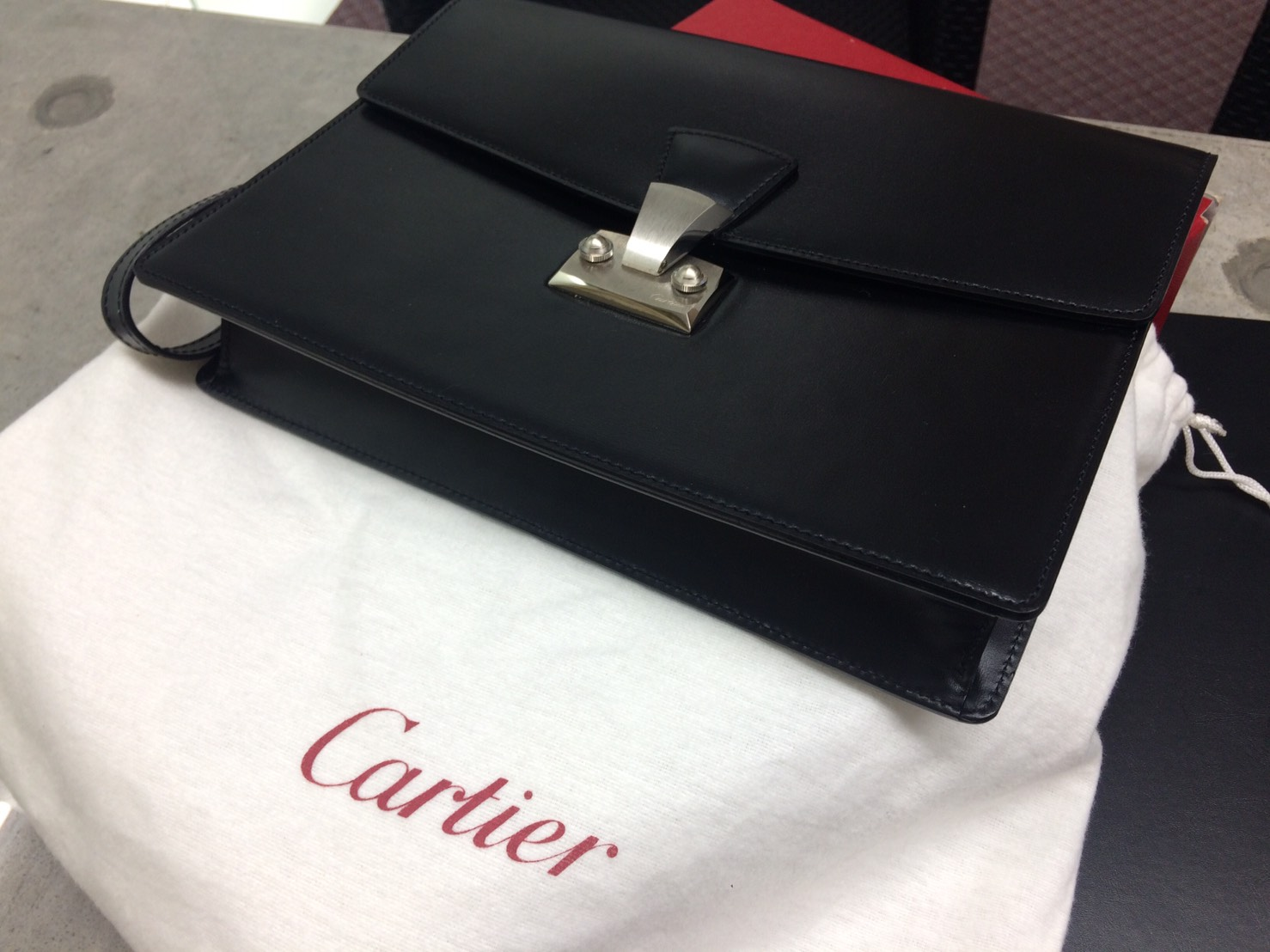 カルティエ(CARTIER)パシャ セカンドバッグ レザー 黒 美品 買取