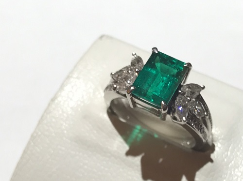 エメラルドリング PT900 2.31ct メレダイヤモンド 0.84ct
