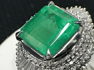 エメラルドリング プラチナ ダイヤモンド 6.5カラット ジュエリー 宝石買取 福岡 天神 博多 高い 質屋