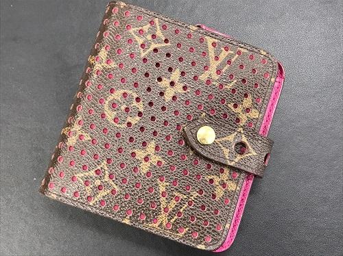 ルイヴィトン(LOUIS VUITTON) 財布 コンパクトジップ モノグラムペルフォ M95188
