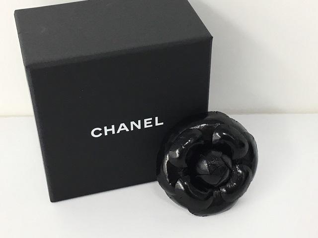 シャネル CHANEL カメリア ブローチ レザー ブラック 16K 服飾小物 コサージュ 宅配買取