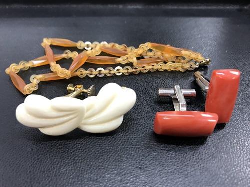 象牙イヤリング、サンゴカフス、べっ甲ネックレス 骨董品買取マルカ(MARUKA)