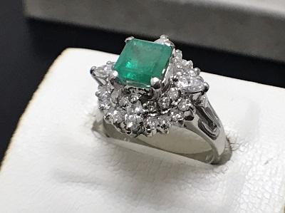 エメラルド 1.37ct メレダイヤモンド 0.73ct リング PT900 プラチナ 宝石 高価買取 七条店