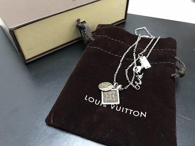 LOUIS VUITTON ルイヴィトン モノグラムスクエア ネックレス M00041 高価買取 宅配買取