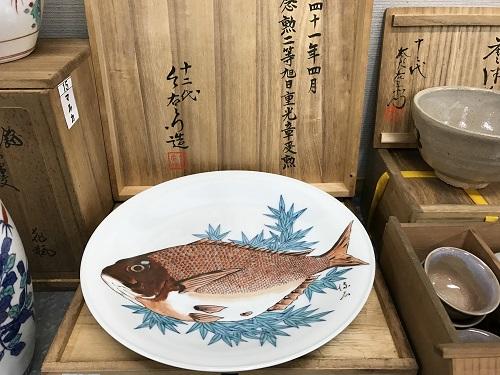 十二代 今泉今右衛門 鍋島焼錦鯛飾り皿 骨董品買取  出張買取