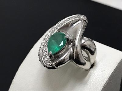 エメラルド 2.20ct メレダイヤモンド 0.57ct リング Pt900 プラチナ 宝石 高価買取 七条店