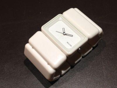 ニクソン買取 ベガ レディースウォッチ ホワイト 時計売るならMARUKA渋谷店