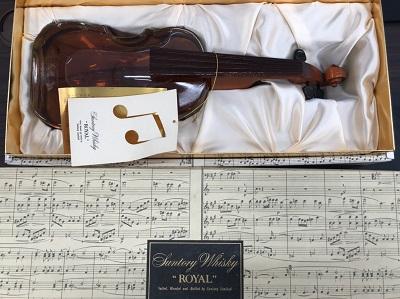 サントリー ローヤル バイオリン型ボトル買取 弓なし 箱有 お酒売却もマルカ(MARUKA)にお任せ下さい。