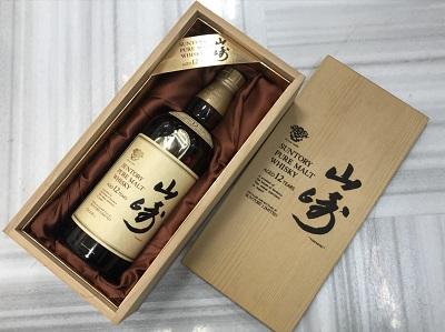 お酒買取 サントリー 山崎 12年 ピュアモルト ウイスキー 750ml 木箱入 お酒高く売るなら 京都MARUKA大宮店へ