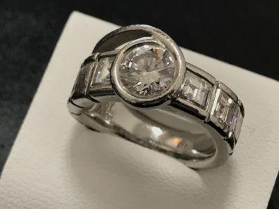 大粒ダイヤモンドリング買取 1.66ct/1.01ct 宝石売るならダイヤモンド買取ならMARUKA心斎橋店