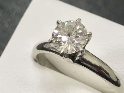 ダイヤモンド買取 0.86ct 古いダイヤモンド 宝石買取ならMARUKA大阪心斎橋店