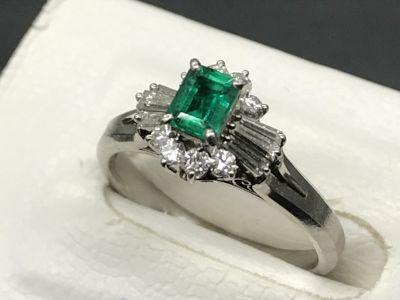 エメラルドリング買取 0.56ct 1.07ctのメレダイヤ付き 宝石買取MARUKA心斎橋店