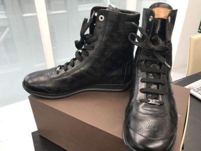 ルイヴィトン スニーカーブーツ買取 アパレルも靴の買取もMARUKA心斎橋店