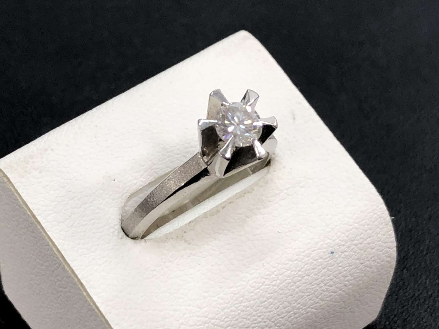 宝石 ダイヤモンド