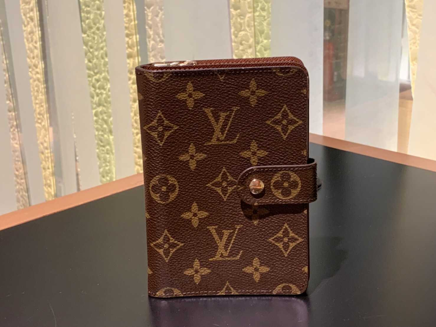 ヴィトン買取 財布