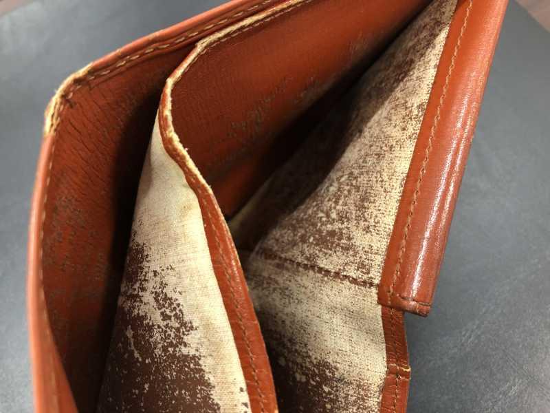 ルイヴィトン買取 ダメージの多い財布